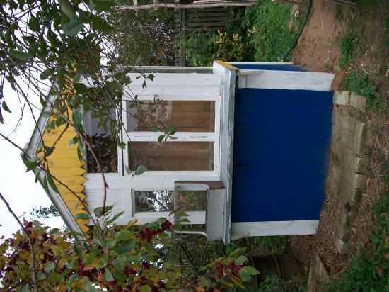 колодец-домик: открываем окно, забрасываем ведро и достаём чистую воду.