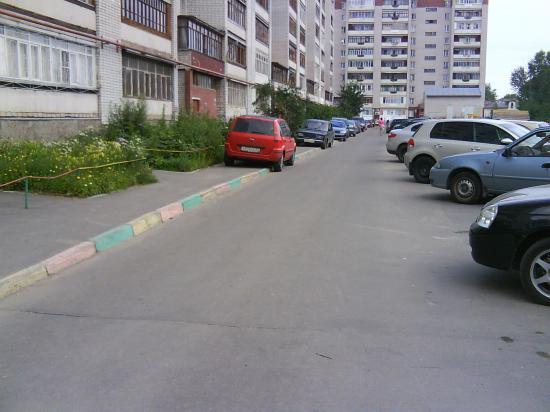 Двор дома по адресу ул. Петина, 8