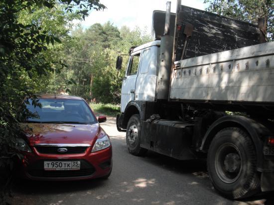 вот такое движение на центральной улице посёлка Кувшиново