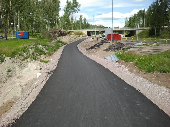 Финляндия. Новый тротуар в лесу.
