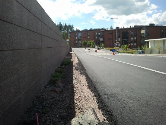 Финляндия. Новый тротуар в жилом районе.