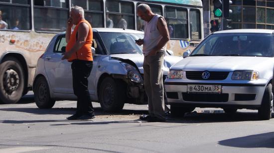 Две иномарки столкнулись в центре Вологды