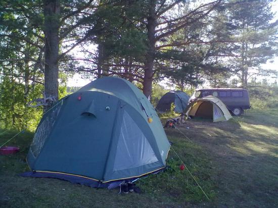 Вот в таких палатках живут археологи.