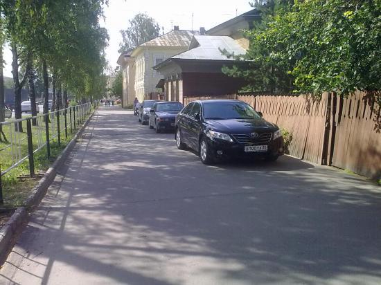 По всей видимости, некоторые водители не утруждают себя поисками стоянки для своих авто
