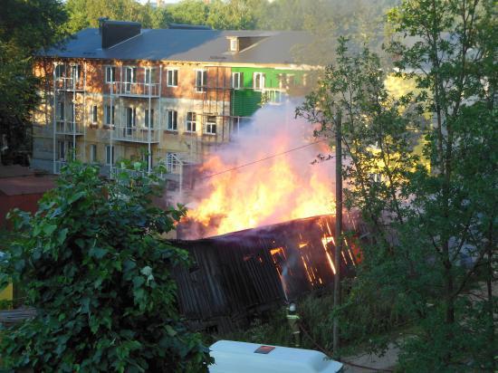 На улице Московской сгорел сарай