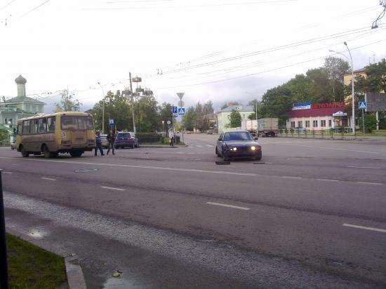 Авария маршрутного автобуса и BMW