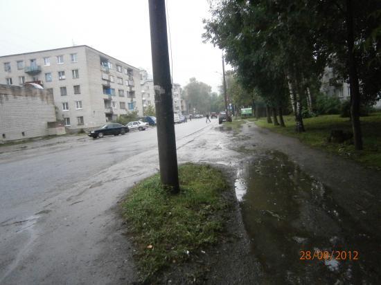 ул. Мохова,23 - по правилам ПДД вдоль идти можно, а переходить дорогу - нет(нужно вдоль идти до пешеходного перехода
