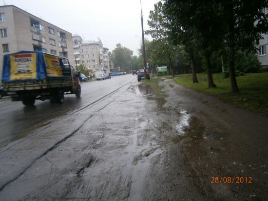 ул. Мохова,23 - по правилам ПДД вдоль идти можно, а переходить дорогу - нет(нужно вдоль идти до пешеходного перехода)