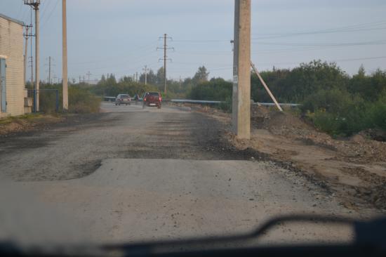 Вот такие перепады с асфальта на гравий на протяжении всей дороги...