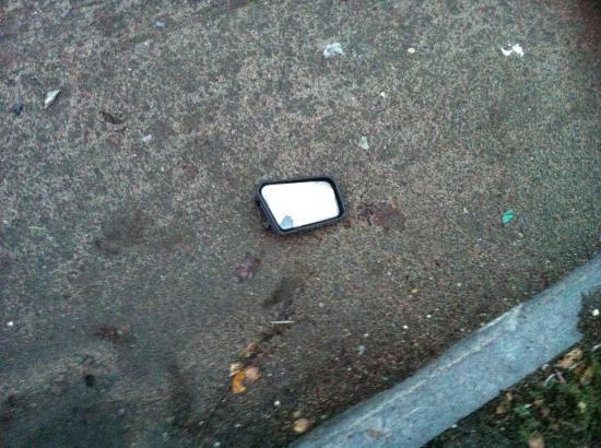 на месте ДТП Евгений оставил зеркало своего автомобиля