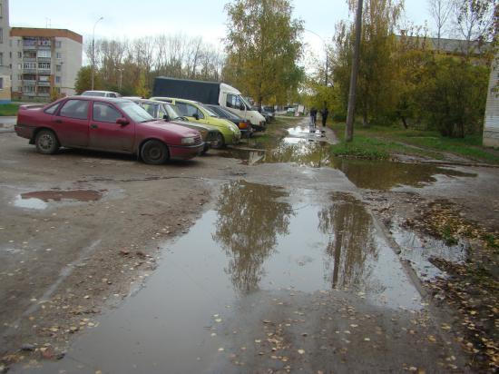 Непроходимые тротуары перед конторой управляющей компании. Фрязиновская, 21