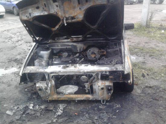 Во дворе дома на Ярославской сгорел автомобиль