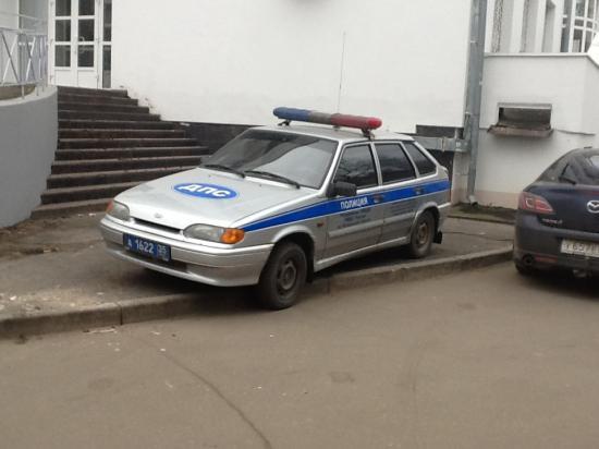 Вот так вот миленько стоит у здания арбитражного суда Вологодской области.