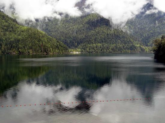 Череповецкие вандалы отметились у озера Рица