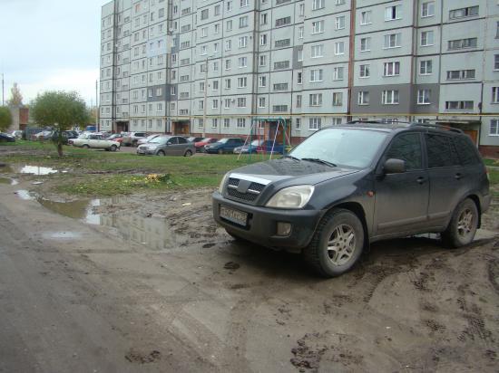 Такая грязь, что без сапог не пройти и из машины не выйти...