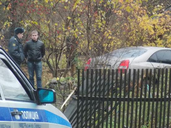 В погоне за нарушителем сотрудники ДПС снесли забор на улице Мохова