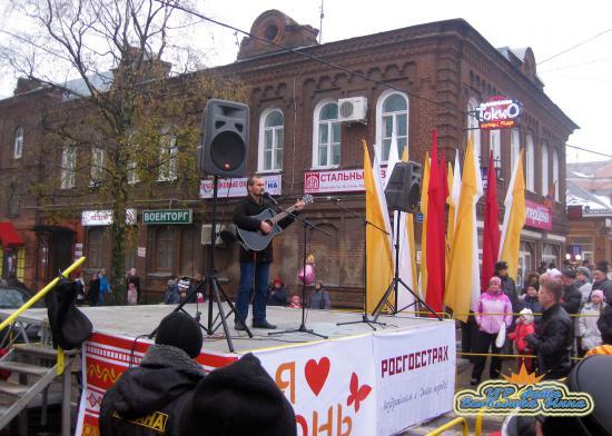 Выступает Владимир Лоскутов - гитарист города Череповца.
