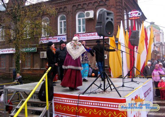 Танцы русские народные с жителями города Череповца.