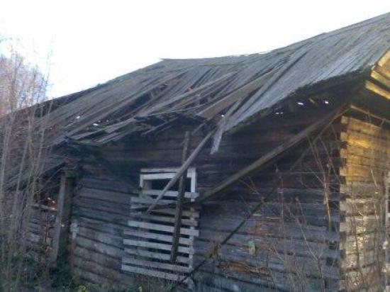 Ветхое здание из-за которого сносят дом.