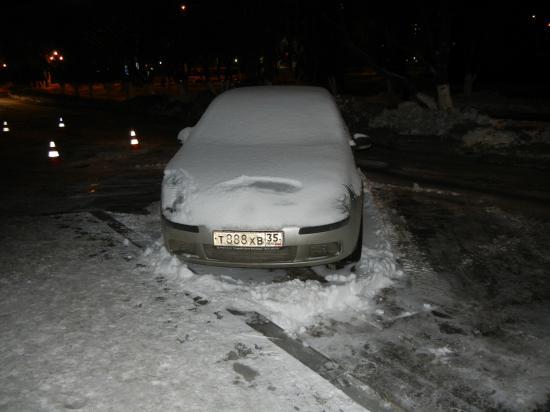 судя по количеству снега на авто, он здесь не первый день стоит