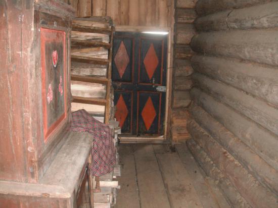 Тимониха. В зимовке Беловых  лето 2011