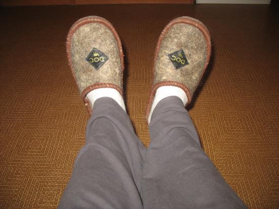 Ноги даже в шерстяных тапочках согреться не могут...