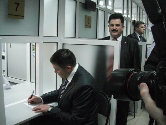 губернатор области О.А.Кувшинников  и глава Вологодского района  А.В.Гордеев.
