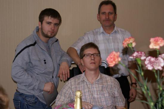 Юра с братом Антоном и папой Александром Касымовичем