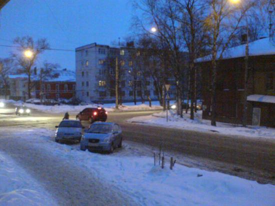 Перекрёсток ул.Горького-Комсомольская, закошмариваемый лаем собак с дворовой территории деревяшек (справа)