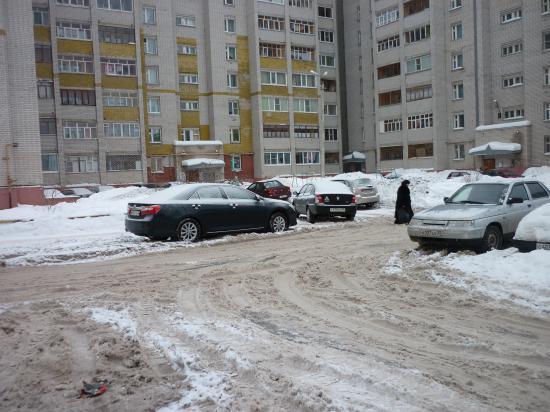 На снимке дом по Псковская,7А где проехал трактор, а я стою у нашего дома Псковская,9 (6 подъезд). Вопрос: