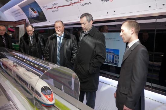 А вообще здесь размещены макеты современных поездов - Сапсаны, Аллегро и Ласточки.