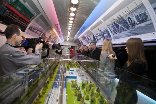 Будущая железнодорожная станция Анапа - с солнечными батареями на крыше. Думаю,если их установить в Вологде, мы бы сидели в темноте и холоде - увы, солнца у нас не столько, сколько в Анапе