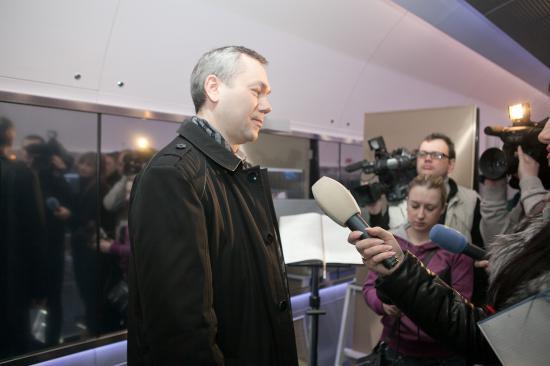 Осмотр завершен. Заместитель губернатор Андрей Травников делится с журналистами своими впечатлениями
