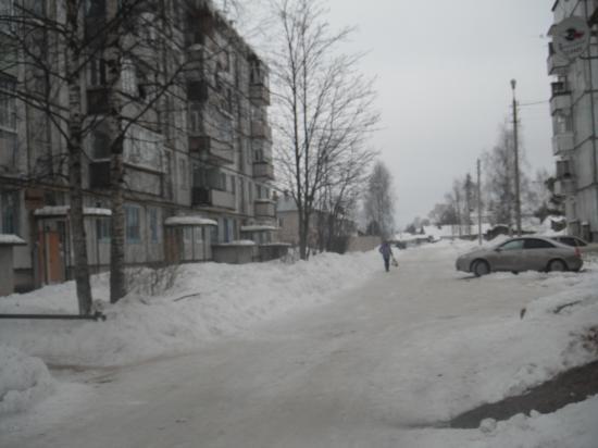 село Кубенское улица Юбилейная 16. С одной стороны этого дома начали строить дом летом 2012 года,продолжили строительство  с другой стороны дома зимой 2013 года. И такое бывает.