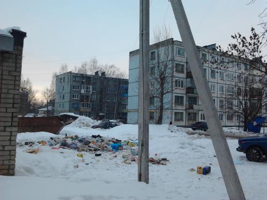 Двор-позор: Чернышевского, 111а. УК ВиСис