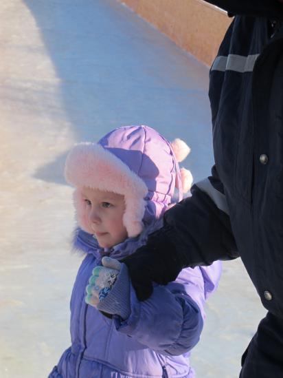 Вот так за руку провожали со льда почти каждого, особенно малышей