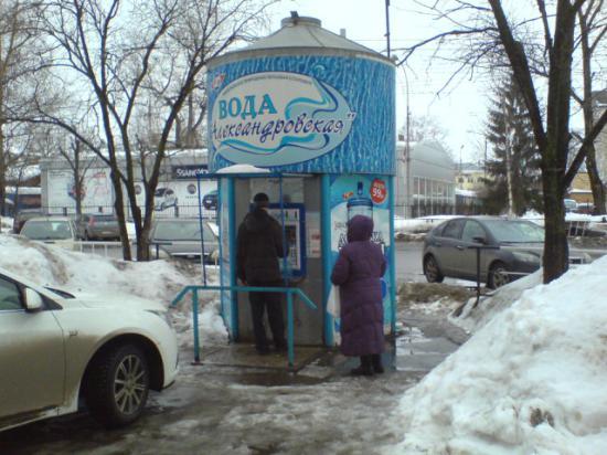 Автомат. киоск розлива воды «Александровская» по адресу ул.Зосимовская,70 - с хроническим недоливом.