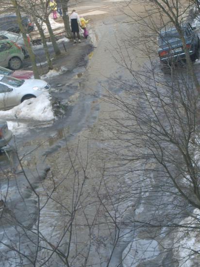 река во дворе, а рядом лёд. как пройти? кто разберёт?