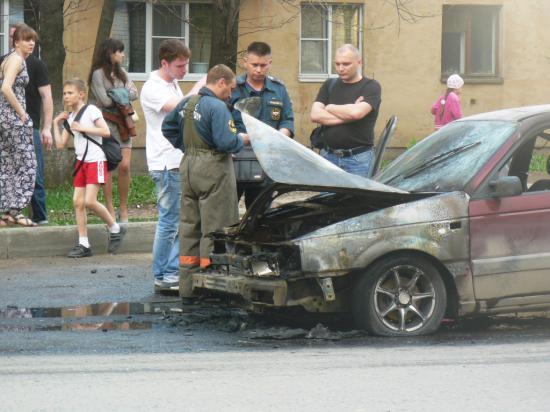 На Горького загорелась машина