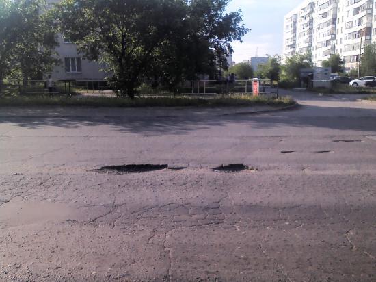Ямы на дороге такие, что колпаки с колес отлетают!