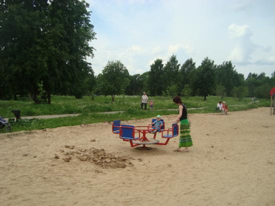 Новая детская площадка в Ковыринском парке.
