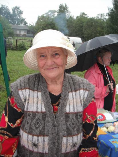 Осипова Любовь Михайловна- много,много лет отработала в Кольцеевской библиотеке.