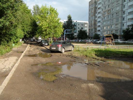 вдоль дома Новгородская 25а.