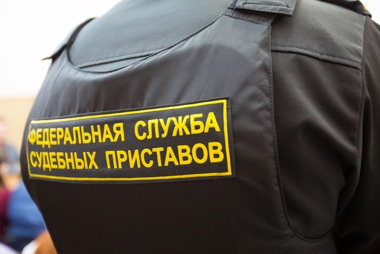 В Вологде должник сломал крепление эвакуатора, пытаясь освободить свой автомобиль