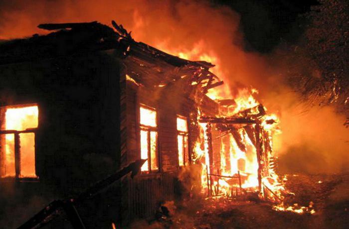 Дети в Вологодской области погибли, потому что матери-одиночке приходилось оставлять их дома одних