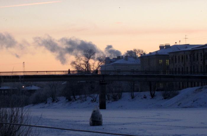 По льду реки Вологды уже можно ходить пешком, но не толпой