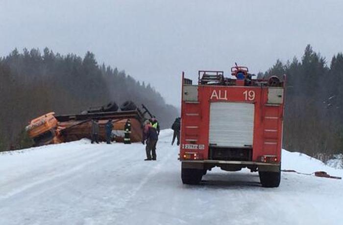 Автомобильную трассу перекрыли в Вологодской области из-за разлива топлива