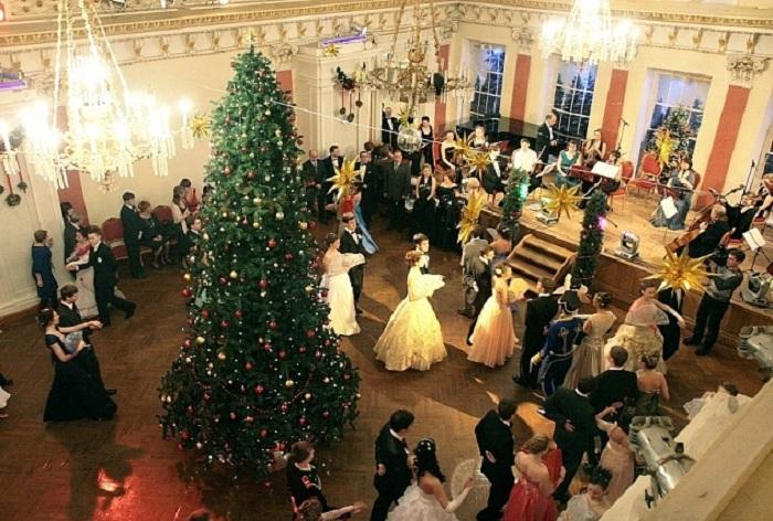 На рождественском балу в Вологде вспомнят сказки Андерсена