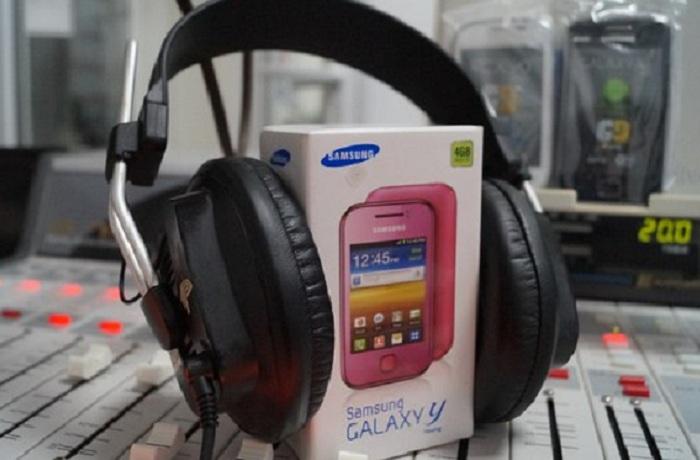Радио «Премьер» дарит подарки за новогодние истории