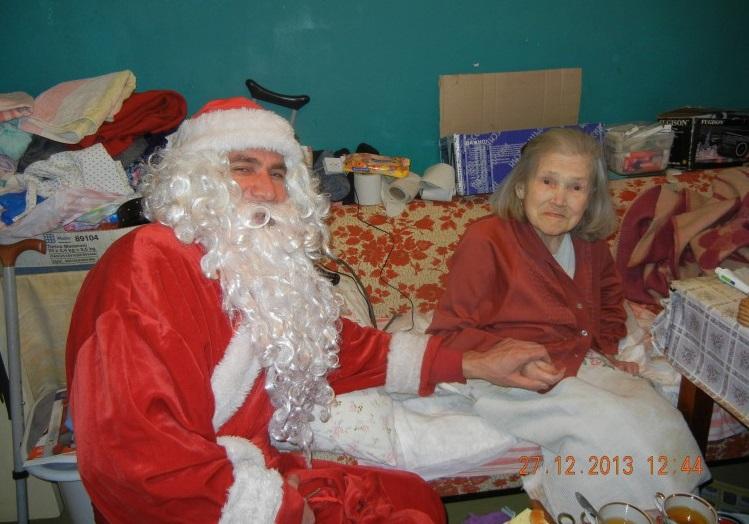 Дед Мороз из Вологды развез подарки тем, кто не может выходить из дома